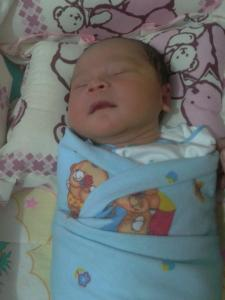 salah satu pencegahan sindrom kematian mendadak pada bayi (SIDS) dengan menggunakan bantal
